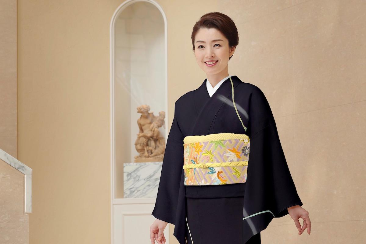 【和服の種類】軽めの訪問着を結婚式で着こなす女性