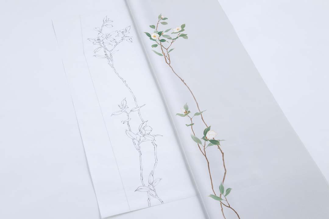 訪問着「白椿」の下絵と完成品を並べて。