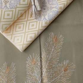 訪問着「若松」威光茶色。有職織物「臥せ蝶の丸文・承和色」と茶色の帯締めを合わせて、上前で帯の角度をつけて。