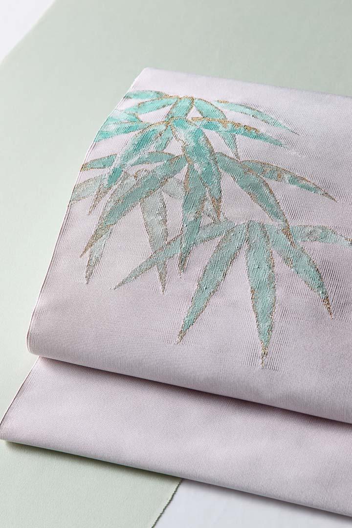 西陣綴れの袋名古屋帯(八寸名古屋帯とも)。笹の柄を柔らかいぼかしで表現。